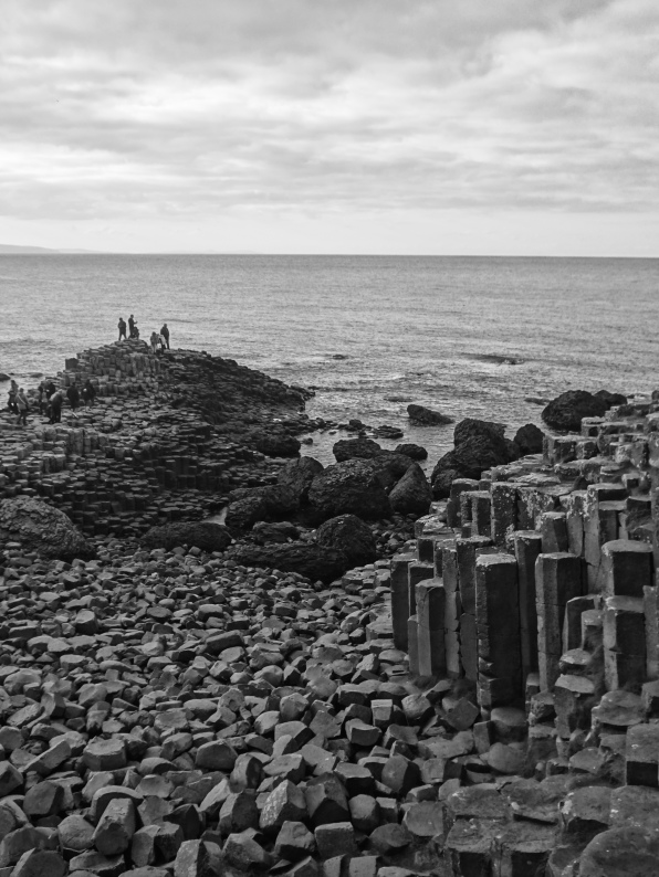 Giants Causeway Black & White upright